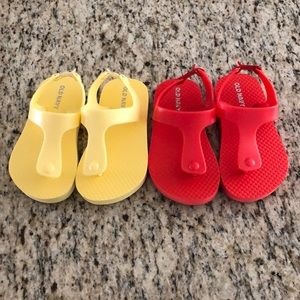 Two pairs old navy toddler Sandals